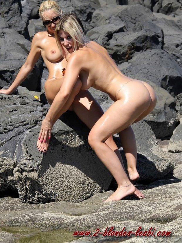Les deux gouines libertines vont se brouter la chatte sur la plage