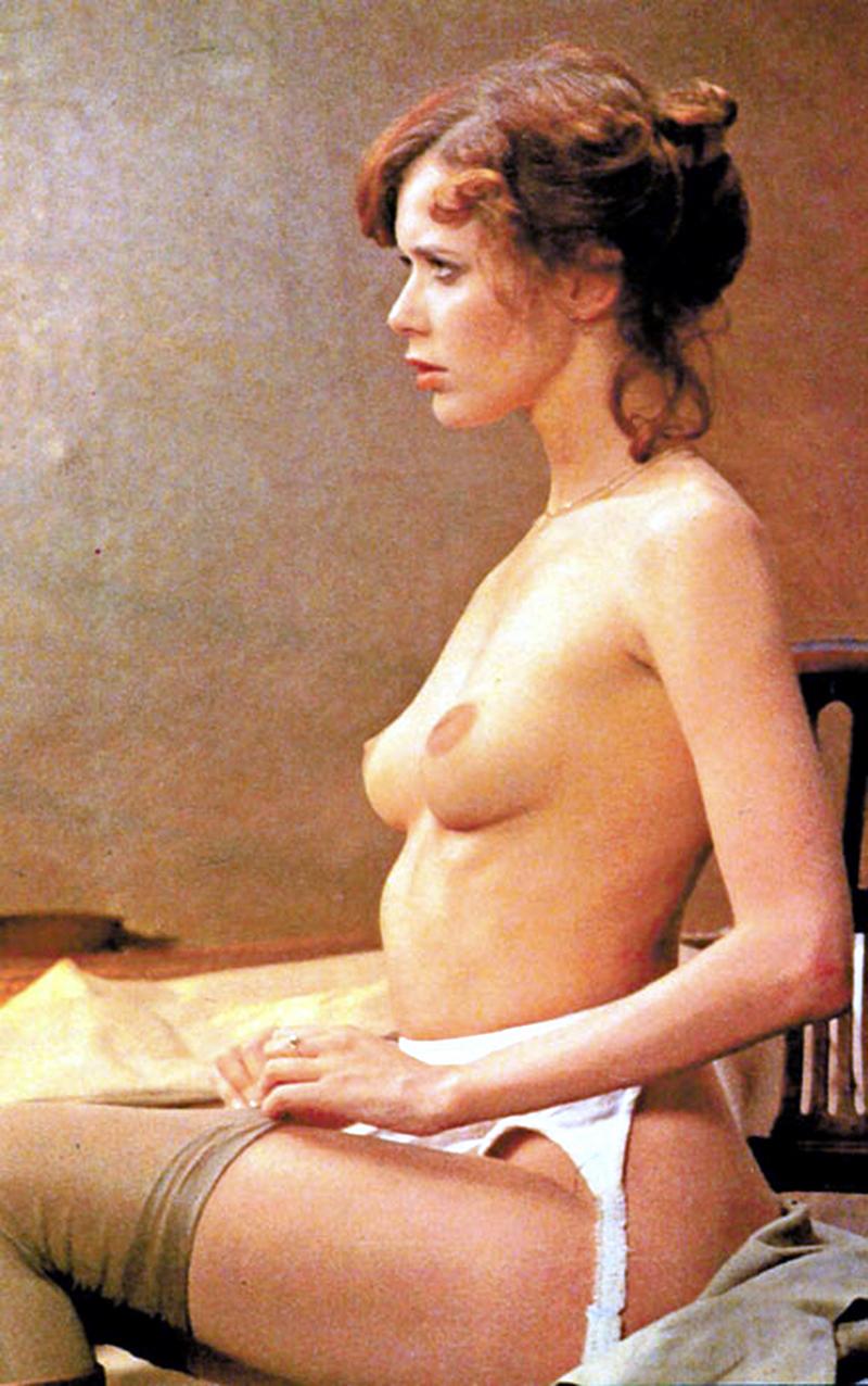 Les petits seins de Emmanuelle nue