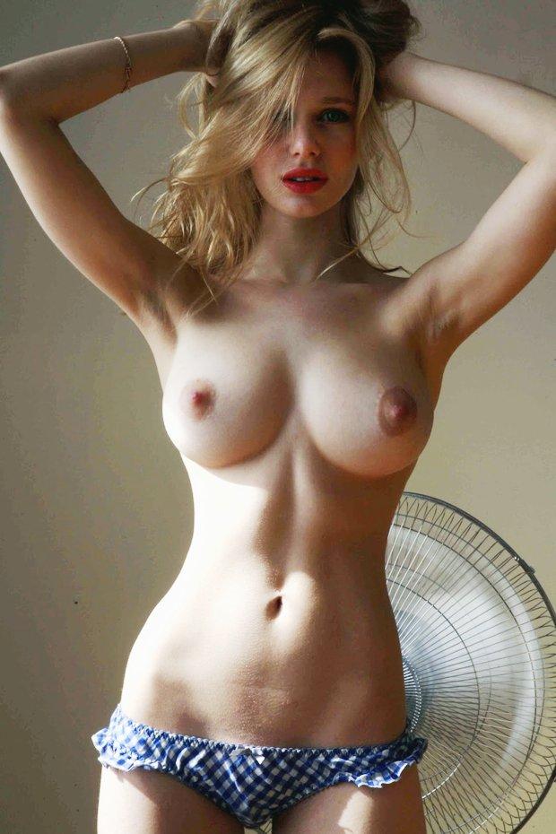 Je pose nue car j'ai besoin d'amour