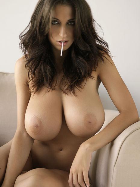 Les gros seins de la belle laitière